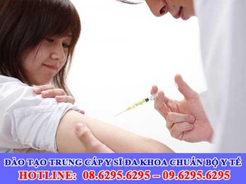 Đào tạo Trung cấp Y sĩ đa khoa chuẩn Bộ Y tế