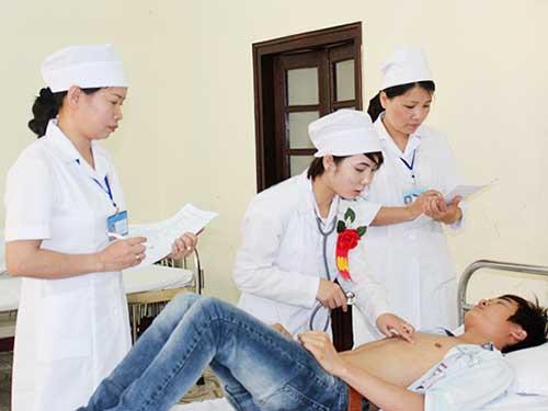 Sinh viên Y Khoa thực hành khám chữa bệnh