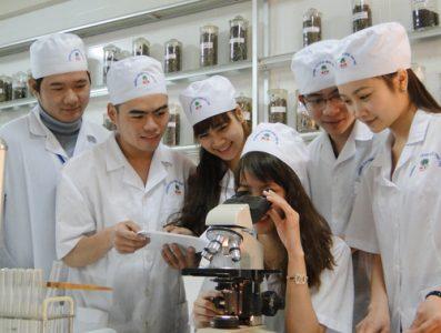 Sinh viên khối C có thể học tập tại Cao đẳng dượcSinh viên khối C có thể học tập tại Cao đẳng dược