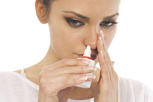 Điều trị viêm xoang bằng phương pháp xịt thông mũi