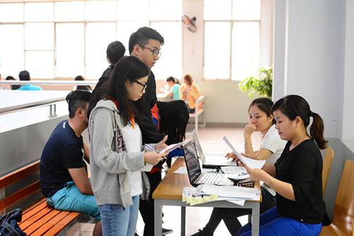 Hàng trăm sinh viên có nguy cơ bị đuổi học
