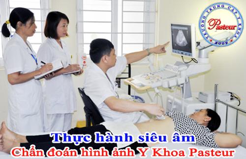 Sinh viên thực hành chẩn đoán hình ảnh